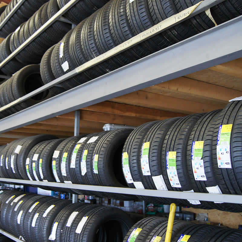 stock de plus de 2000 pneus